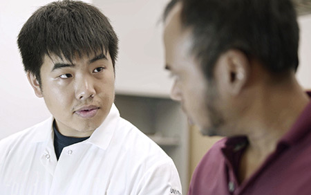 Student Alex Li, left, works with Professor Anand Subramaniam, right, on a portable machine to diagnose diseases.